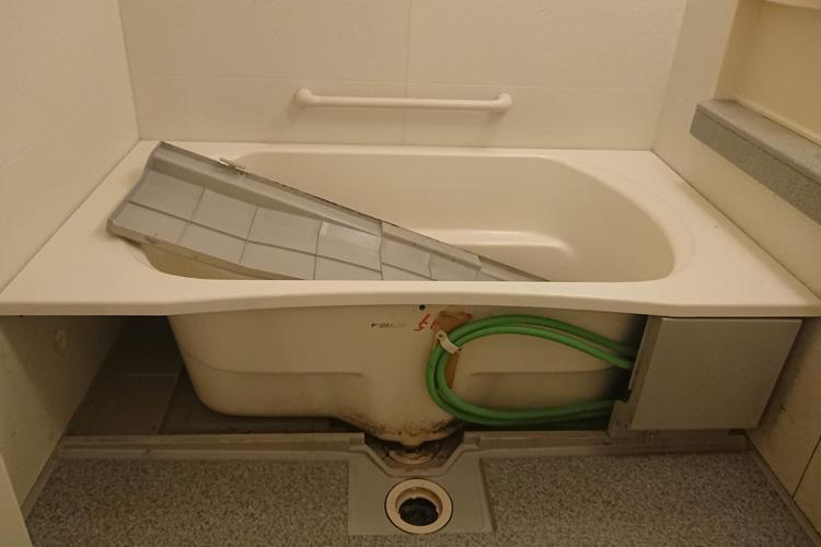 浴室エプロン内部クリーニング